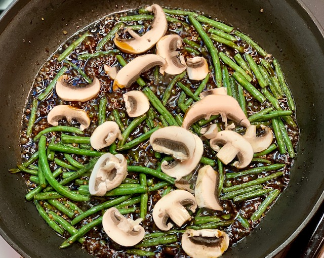 Chinese Long Beans and Mushrooms with Sauce