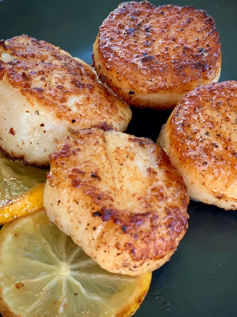 Scallops with seared lemon slices
