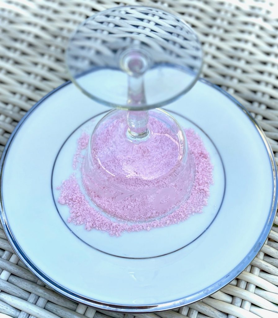 Sugaring the rim of a glass with pink sugar