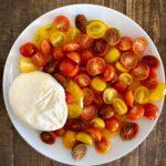 Mozzarella salad with tomatoes