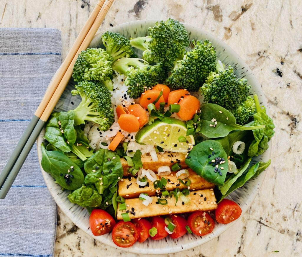 asian sesame tofu bowl