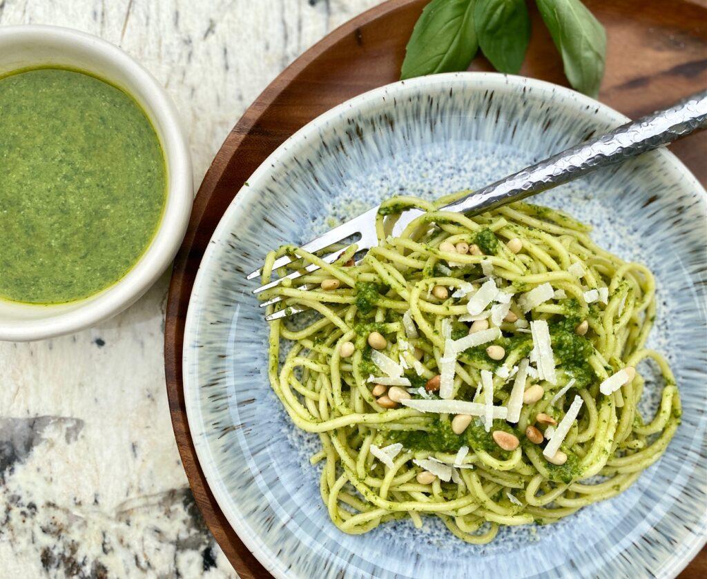pesto spaghetti in a blue bowl